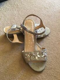 Girls sparkly silver sandels size 2 - good condition