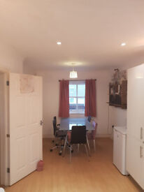 Bedroom for rent in colchester with bathroom until september
