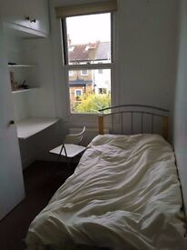 LOVELY SUNGLE ROOM IN COLLERS WOOD MINUTES TO SOUTH WIMBLEDON STATION AVAILABLE