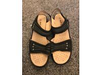 Walk easy sandals size 6