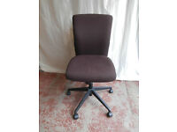 Brown chair with arms (Delivery)