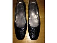 Ladies hotter shoes size 4 and half
