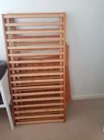 Solid pine cotbed without materess