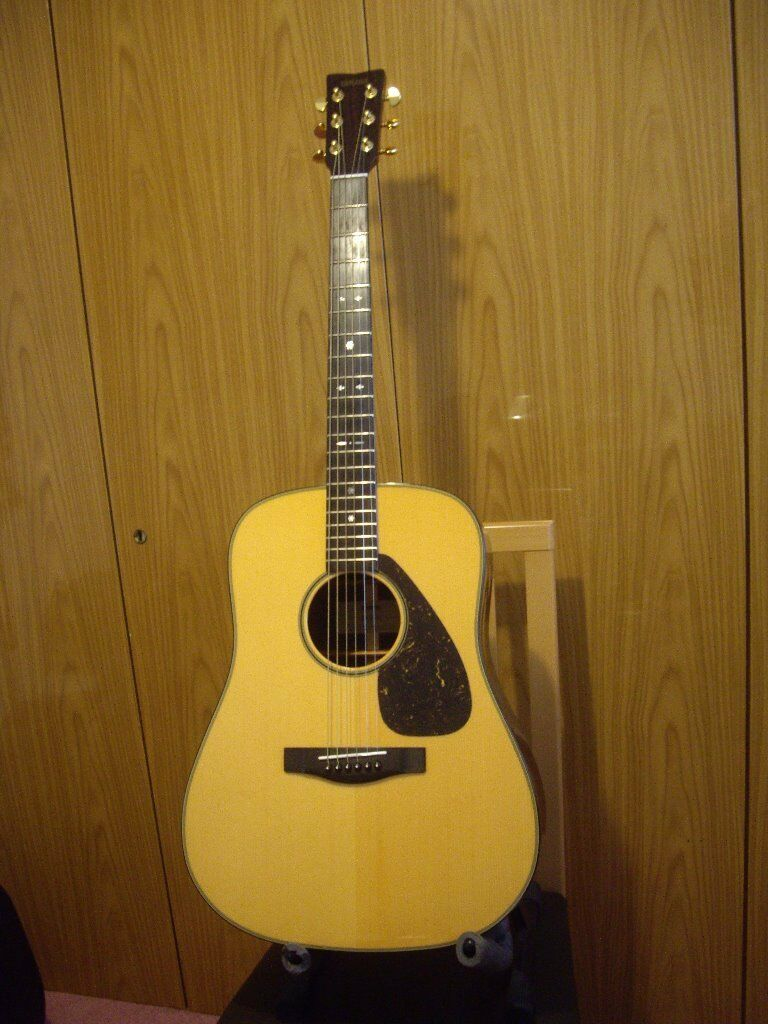 yamaha dw 15 dreadnought acoustic guitar with martin case in walton merseyside gumtree. Black Bedroom Furniture Sets. Home Design Ideas