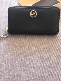 mıcheal kors black purse