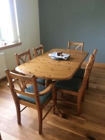 Extendable table dines 8 .. with 6 matching chairs ..