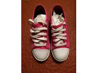 Heeleys Size 2 fuschia Pink. Great condition. Boxed with instructions.