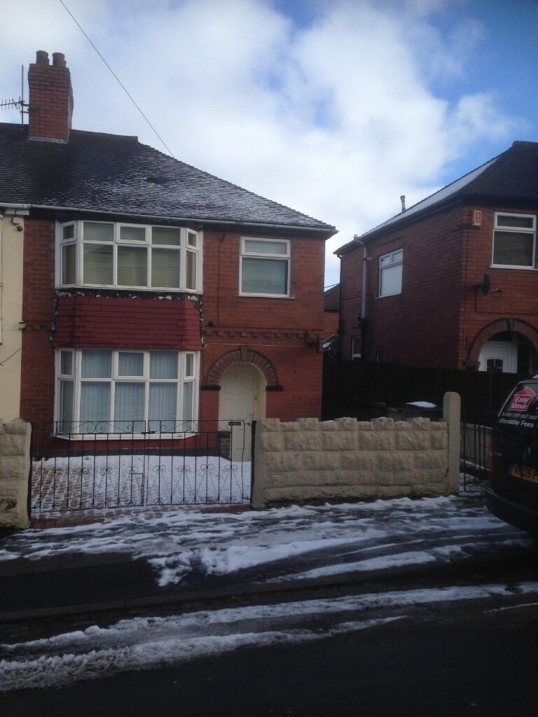 House to Let Three bedroom Semi Meir