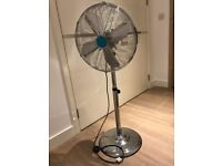 Freestanding and rotating fan with 3 speeds, height and incline regulators