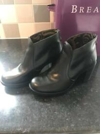 Fly london women's boots size 5
