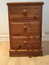 Set of 2 Solid Wood 3 Drawer Chest of Drawers/Bedside Table