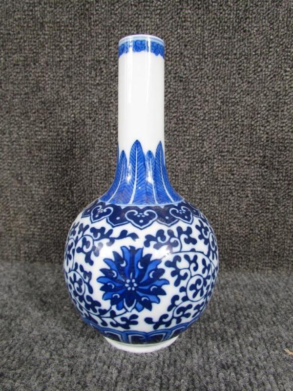 ANTIQUE signed 19c or earlier CHINESE BLUE & WHITE BOTTLENECK PORCELAIN VASE