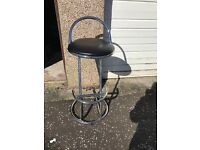 4 black and chrome bar stools . In good condition