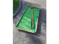Free - Snooker Table with cues and set of balls