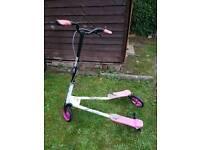 Girls speeder/flicker scooter