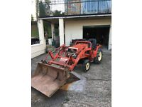 YANMAR 4x4 tractor with power loader.