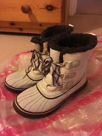 Skechers white snow boots size 3