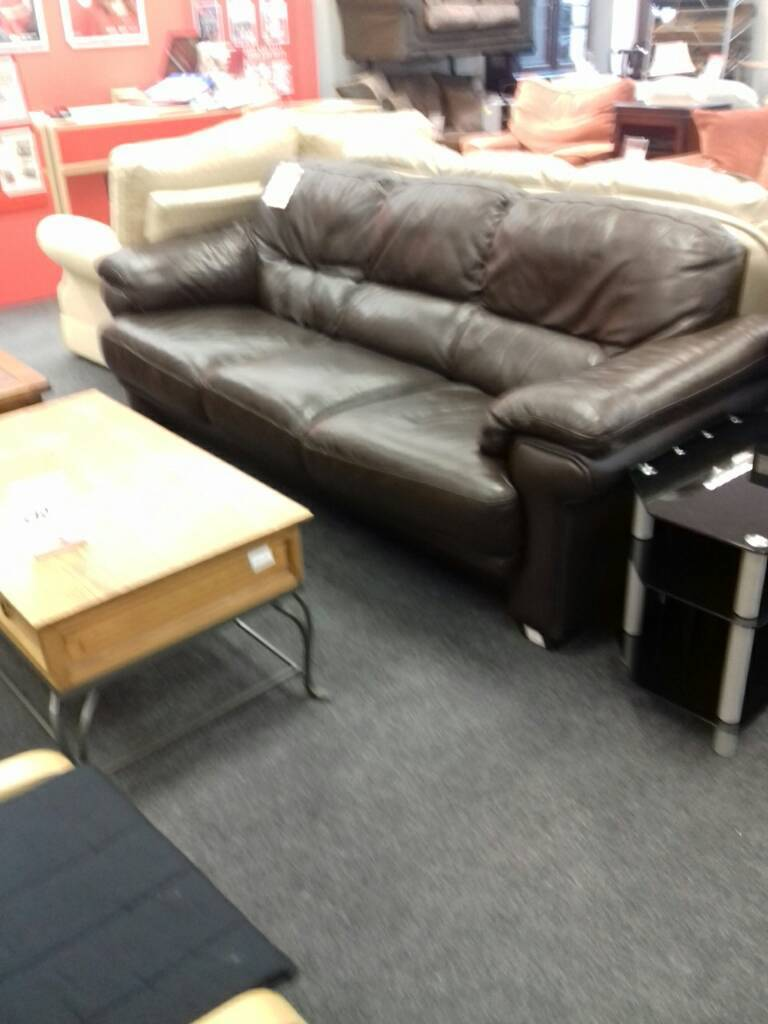 Lovely brown leather sofa in good condition.