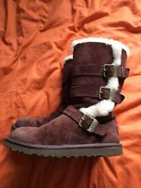 UGG BOOTS SIZE 5.5 but fit a 5 no problem