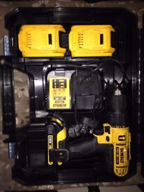 dewalt dcd776s2t drill with 3 battery's and case