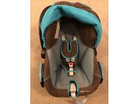 Streety Baby Car Seat (Maxi-Cosi, Bebeconfort) in a good condition, plus 2x Bases and Footmuff