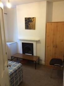 Single rooms are available in Stratford(close2westfield,Station)
