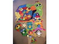 Toy bundle and play mat