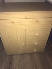 Small unit ideal for child's bedroom one leg missing