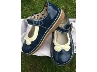 Immaculate Girls leather shoes / sandals clarks size 7F Mary Jane style
