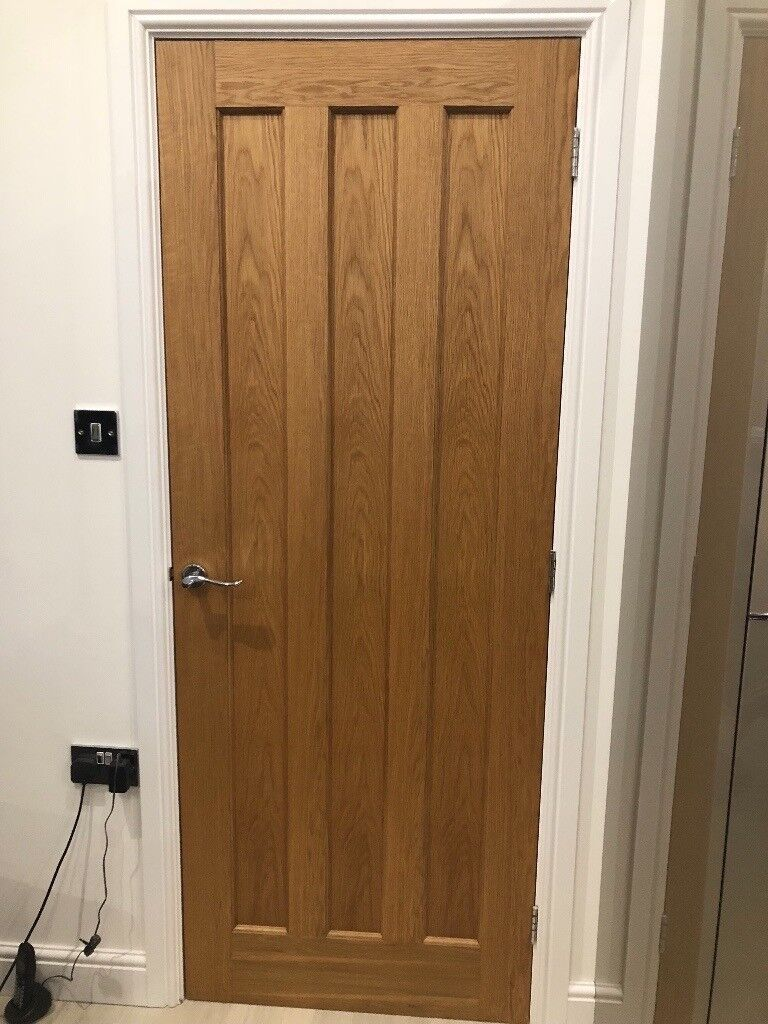 Oak Veneer Internal Wooden Doors With Chrome Handles