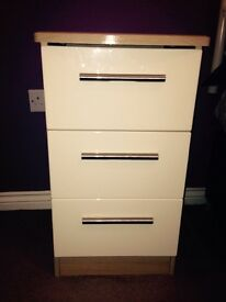 Bargain 2 bedside tables and matching blanket box