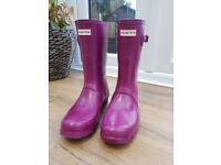 Original Hunter short wellies in violet. Size 7. Excellent condition.