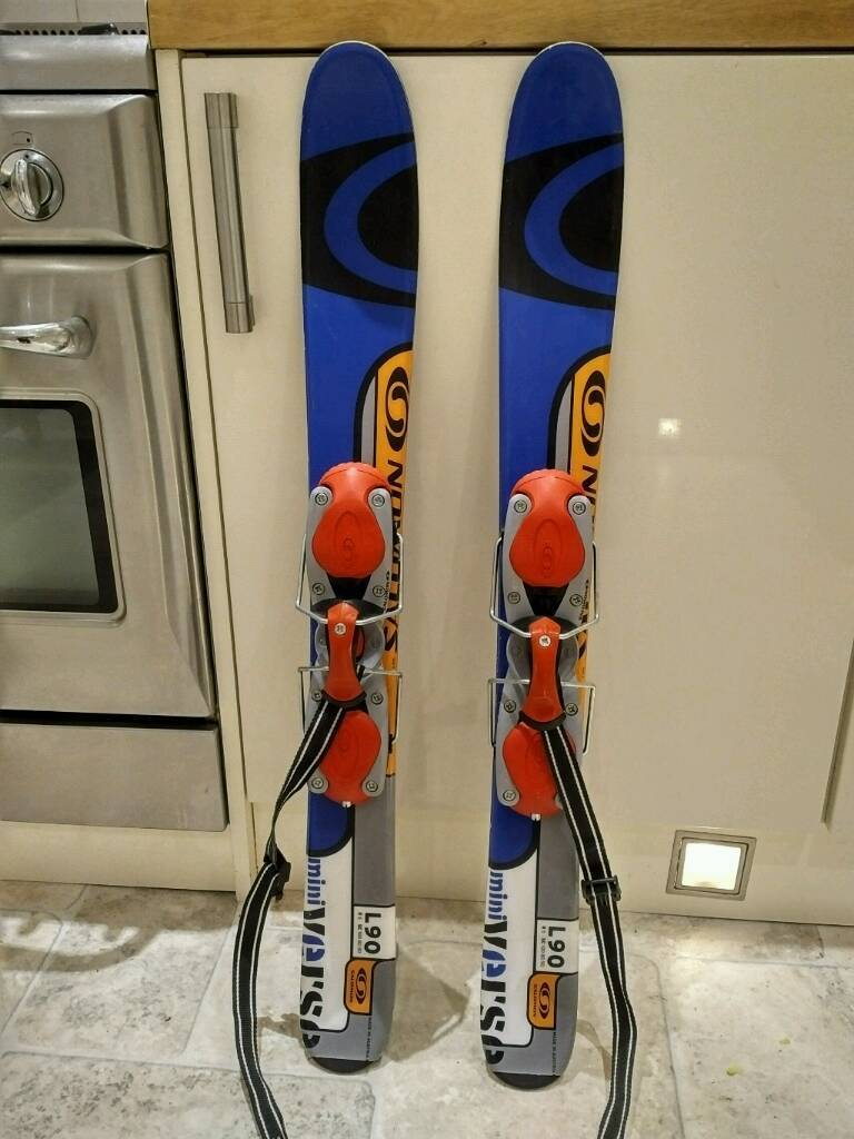 Salomon L90 mini verse snowblade skis with adjustable bindings.