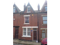 5 Bedroom House in Headingly. Long Term Lease. Garage. Inc Self Contained Bedsit. Deposit Free!
