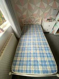 Single metal bedframe