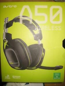 Astro A50 Wireless Gaming Headset / Headphones Mic for Xbox One / PC. 7.1 Surround Sound. Built in MixAmp. Light Weight