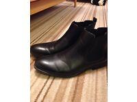 Men's Size 9 slip on boots.