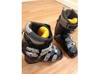 SALOMAN Ski boots size 4
