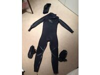 Ripcurl 5/3 wetsuit (LT) + O'Neill 3mm hood (Large) + O'Neill 5mm boots (size 10) - surf