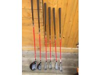 Junior Dunlop Golfset . With carry bag and trolley .