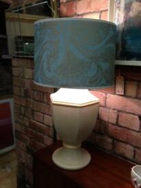 VINTAGE RETRO CHUNKY CREAM BEIGE CERAMIC LAMP BASE WITH BLUE & GOLD PAISLEY SHADE