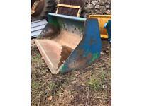 Tractor loader bucket