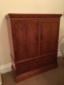 Media Storage Unit - Golden Yew - By Strongbow