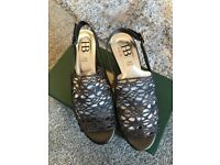 New ladies italian shoes size 38 pewter in colour