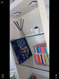 White gloss bookshelf/display unit