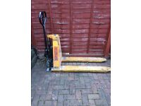 Record high lift pallet truck 1000kg