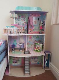 Childrens shopping center dolls house