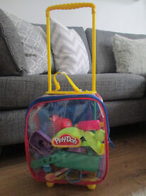 GIRLS/BOYS PLAY-DOH SUITCASE FULL OF PLAY-DOH ACCESSORIES - GC