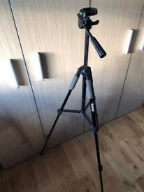 """Vivitar 57"""" Tripod VPT-2457 0461212 (with issue, read)"""