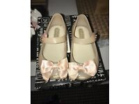 Girls mini Melissa's with bow size 21 (5)
